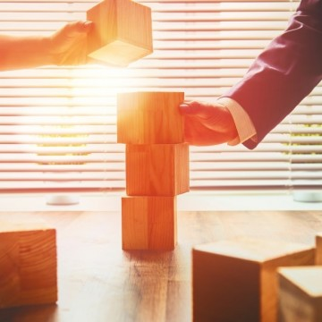 There are a number of steps organisations and HR in particular can take to break down silos, boost collaboration and better leverage the potential of teams